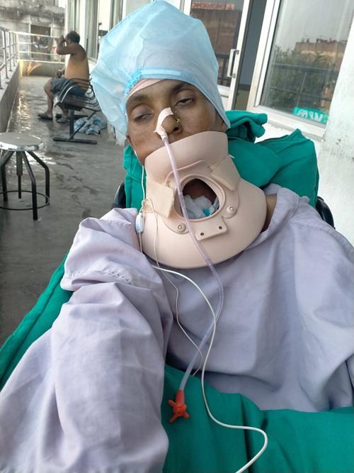 पत्नीलाई अस्पताल मै छाडी उपचार खर्च र न्यायका लागी भौतारिदै दास